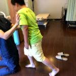 サッカーでかかとが痛くなった(セーバー病)小学生を整体施術